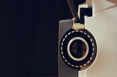 Fermez-vous de la vieille lentille de projecteur de film de 8mm Photos stock