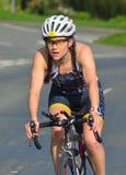 Fermez-vous de Triathlete femelle Photographie stock libre de droits