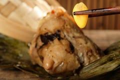 Fermez-vous des écrous de ginkgo avec le zongzi Photo libre de droits