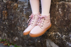 Fermez-vous des bottes roses Image stock