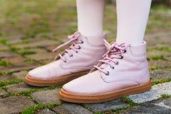 Fermez-vous des bottes roses Photographie stock libre de droits