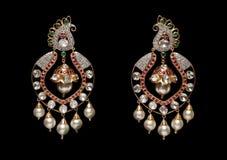 Fermez-vous des boucles d'oreille de diamant Photo libre de droits