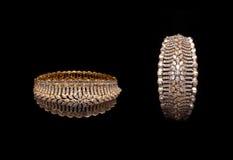 Fermez-vous des bracelets de diamant de concepteur Photographie stock