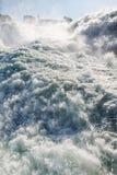 Fermez-vous des chutes du Rhin en Suisse photographie stock libre de droits