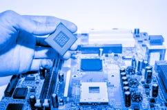Fermez-vous des circuits électroniques en technologie sur le panneau de logique de fond d'ordinateur de Mainboard, carte mère d'u photographie stock