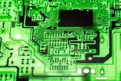 Fermez-vous des circuits électroniques en technologie sur le panneau de logique de fond d'ordinateur de Mainboard, carte mère d'u image stock