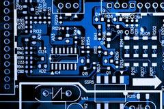 Fermez-vous des circuits électroniques en technologie sur le panneau de logique de fond d'ordinateur de Mainboard, carte mère d'u photos stock