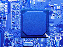 Fermez-vous des circuits électroniques en technologie sur Mainboard photos stock