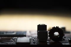 Fermez-vous des circuits électroniques en technologie sur Mainboard images libres de droits