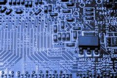 Fermez-vous des circuits électroniques en technologie sur Mainboard photographie stock libre de droits