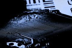 Fermez-vous des circuits électroniques sur le panneau de logique de fond d'ordinateur de technologie de Mainboard, carte mère d'u photographie stock