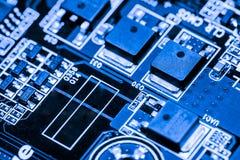 Fermez-vous des circuits électroniques sur le panneau de logique de fond d'ordinateur de technologie de Mainboard, carte mère d'u image stock