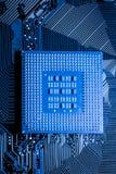 Fermez-vous des circuits électroniques sur le panneau de logique de fond d'ordinateur de technologie de Mainboard, carte mère d'u photos stock