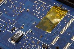 Fermez-vous des composants électroniques d'ordinateur Image stock