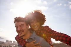 Fermez-vous des couples affectueux espiègles Photographie stock libre de droits