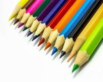 Fermez-vous des crayons de couleur avec la couleur différente Photo stock