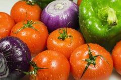 Fermez-vous des divers légumes crus colorés Image stock