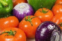 Fermez-vous des divers légumes crus colorés Photographie stock libre de droits
