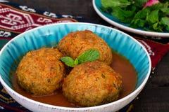 Fermez-vous des grandes boulettes de viande de Koofteh Tabrizi bourrées de F sec Image stock
