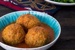 Fermez-vous des grandes boulettes de viande de Koofteh Tabrizi bourrées de F sec Photographie stock