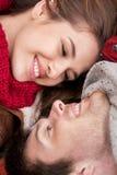 Fermez-vous des jeunes visages de sourire heureux de couples Photos libres de droits