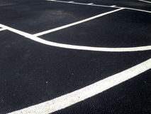 Fermez-vous des lignes dessus terrain de basket extérieur d'AM photographie stock libre de droits