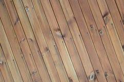 Fermez-vous des panneaux en bois bruns de barrière Beaucoup de planches en bois verticales photo libre de droits
