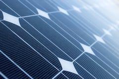 Fermez-vous des panneaux solaires Images stock