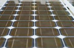 Fermez-vous des panneaux solaires. Photos libres de droits