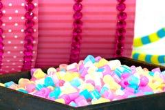 Fermez-vous des perles de pixel, des granules en plastique ou des perles en plastique Image stock
