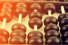 Fermez-vous des perles en bois d'un abaque Foc sélectif Photo stock