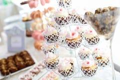 Fermez-vous des petits gâteaux délicieux Photos libres de droits