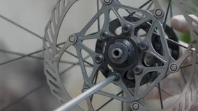 Fermez-vous des pièces de bicyclette banque de vidéos