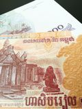 Fermez-vous des riels cambodgiens Photo stock