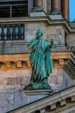 Fermez-vous des sculptures sur le saint Isaac& x27 ; cathédrale de s dans le St Petersbourg, Russie image libre de droits