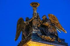 Fermez-vous des sculptures sur le saint Isaac& x27 ; cathédrale de s dans le St Petersbourg, Russie image stock