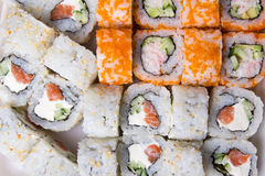 Fermez-vous des sushi japonais traditionnels de nourriture Photographie stock