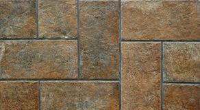 Fermez-vous des tuiles âgées rustiques de brun de plancher Photographie stock
