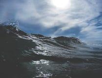 Fermez-vous des vagues Photographie stock libre de droits