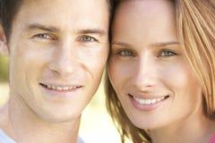 Fermez-vous des visages du jeune couple Photo stock
