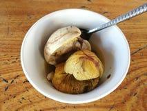 Fermez-vous du balut (embryon se développant bouilli de canard) à Hanoï, Vietnam Photos stock