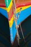 Fermez-vous du bateau de pêche maltais traditionnel photo stock