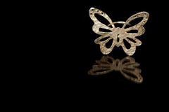 Fermez-vous du bel anneau de papillon d'or Images libres de droits