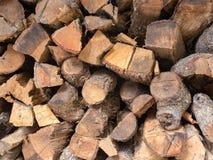 Fermez-vous du bois de chauffage préparé images stock