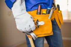 Fermez-vous du bricoleur dans la ceinture d'outil Photo libre de droits