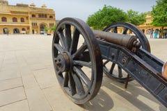 Fermez-vous du canon à l'intérieur de la cour du fort ambre à Jaipur, Inde Photos stock