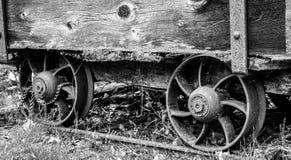 Fermez-vous du chariot antique de charbon Photographie stock