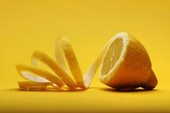 Fermez-vous du citron sur le fond blanc Photo stock