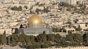 Fermez-vous du dôme de la roche des olives de mt à Jérusalem banque de vidéos