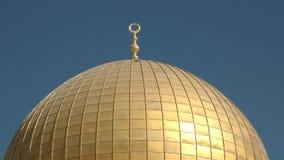 Fermez-vous du dôme doré de la mosquée de roche à Jérusalem banque de vidéos